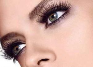 effetto occhi con ciglia finte