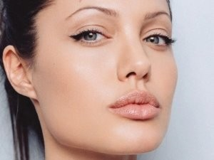nude look angelina jolie