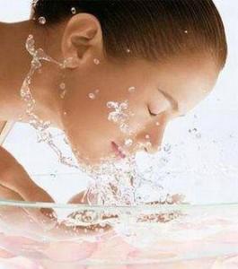 lavare gli occhi per curarli