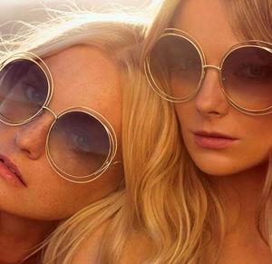 Altre proposte di occhiali da sole per la stagione primavera estate 2015  guardano a un look futuristico e quindi esagerano volutamente nella  montatura ... b382cde7ce